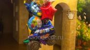 Букет из шаров с подарком и короной на день рождения внука