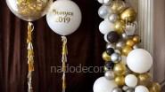 Бело- золотая разнокалиберная гирлянда шаров на выпускной