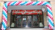 Оформление фасада школы шарами