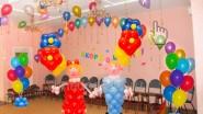 - Мальчик и девочка<br />- 50 шаров под потолок<br />- 2 фонтана, 5 цветочков<br />- Арка 8 м<br />- Доставка<br />Цена:9364р.-