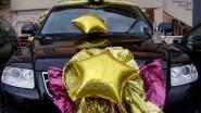 Украшение автомобиля шарами и тканью