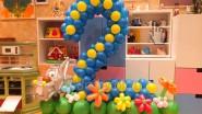 Цифра 2 из маленьких шариков на День рождения девочки