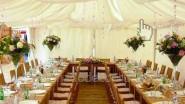 Флористическое оформление тента на свадьбу