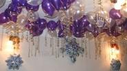 Новогодние гелиевые шары под потолком