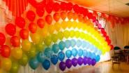 Радуга из шаров в детском саду