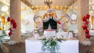 Украшение свадебного зала цветами и шарами