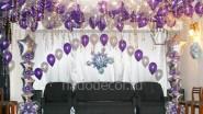 Новогоднее украшение зала шариками