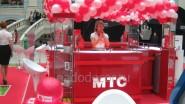 Оформление шарами выставочного стенда МТС