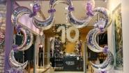 Новогоднее украшение бутика шарами