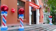 Оформление шарами и баннером входа на избирательный участок