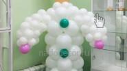 Фигура врача из воздушных шаров