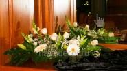 Бело-зеленая композиция из цветов