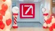 Украшение фойе офиса шарами