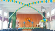 Украшение шарами актового зала на выпускной