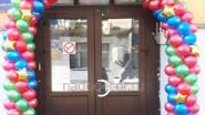 Украшение аркой из шаров входной двери