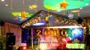 Новогоднее оформление шарами, светом и баннером