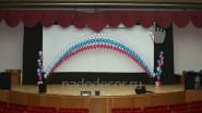Украшение шарами сцены кинотеатра
