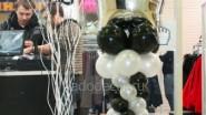 Оформление шарами зала магазина