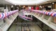 Украшение торгового центра воздушными шарами