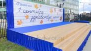 Украшение школьной сцены тканью и баннером к 1 сентября