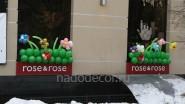 Украшение шарами фасада магазина к открытию