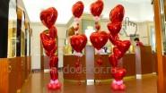 Украшение торгового зала магазина шариками