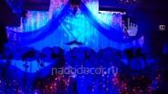 Декоративная подсветка свадебного украшения тканью
