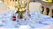 Оформление цветами ресторана к свадьбе