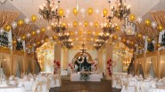 Роскошное украшение зала шарами и цветами к свадьбе