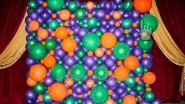 Фотостена «Органик» из фиолетовых и оранжевых шаров