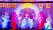 Украшения Дня рождения девочки шарами, фигурами и светом
