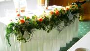 Гирлянда из живых цветов на стол