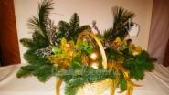 Новогодняя композиция из елового лапника