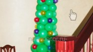 Украшение фойе офиса: елка из шаров