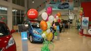 Украшение шарами автосалона к 8 марта