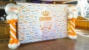 Украшение юбилея компании баннерной тканью: пресс-волл