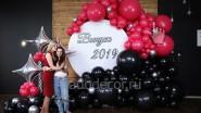 Фотозона круглая с гирляндой шаров на выпускной