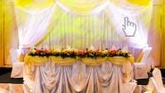 Украшение свадебного задника тканью и светом